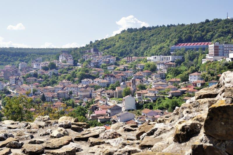 Sikt från Veliko Tarnovo, medeltida stad i Bulgarien arkivfoton