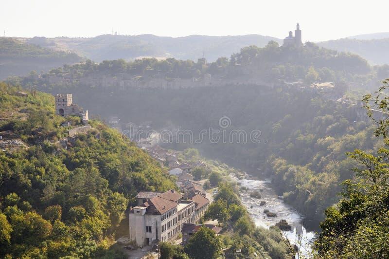Sikt från Veliko Tarnovo, medeltida stad i Bulgarien royaltyfria bilder