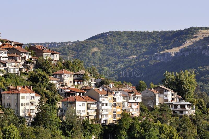 Sikt från Veliko Tarnovo, medeltida stad i Bulgarien royaltyfri bild