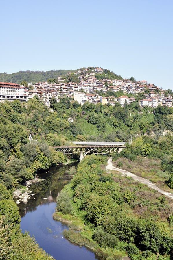 Sikt från Veliko Tarnovo, medeltida stad i Bulgarien royaltyfria foton