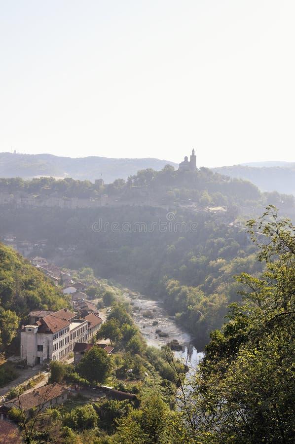 Sikt från Veliko Tarnovo, medeltida stad i Bulgarien royaltyfri fotografi