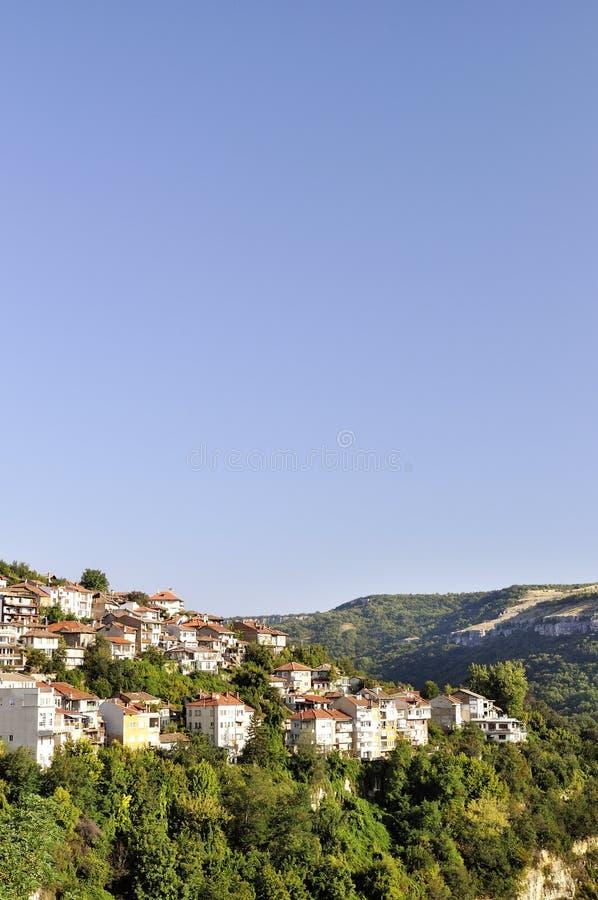 Sikt från Veliko Tarnovo, medeltida stad i Bulgarien royaltyfri foto