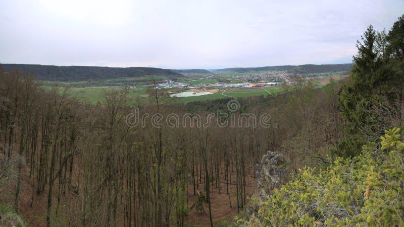 Sikt från Wolfsberg nära Dietfurt i Tyskland royaltyfri foto