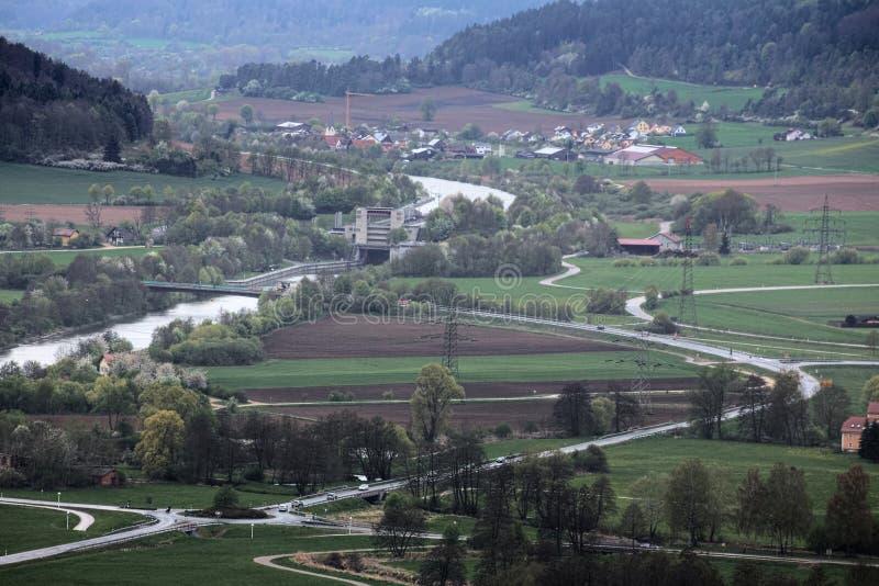Sikt från Wolfsberg nära Dietfurt i Tyskland Ottmaring kan ses royaltyfri bild