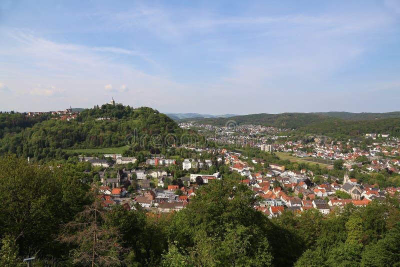 Sikt fr?n det Bilstein tornet till Marsberg, Tyskland fotografering för bildbyråer