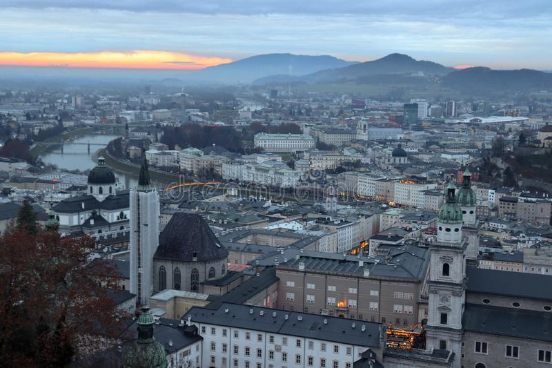 Sikt fr?n Hohensalzburg p? Salzburg arkivfoto