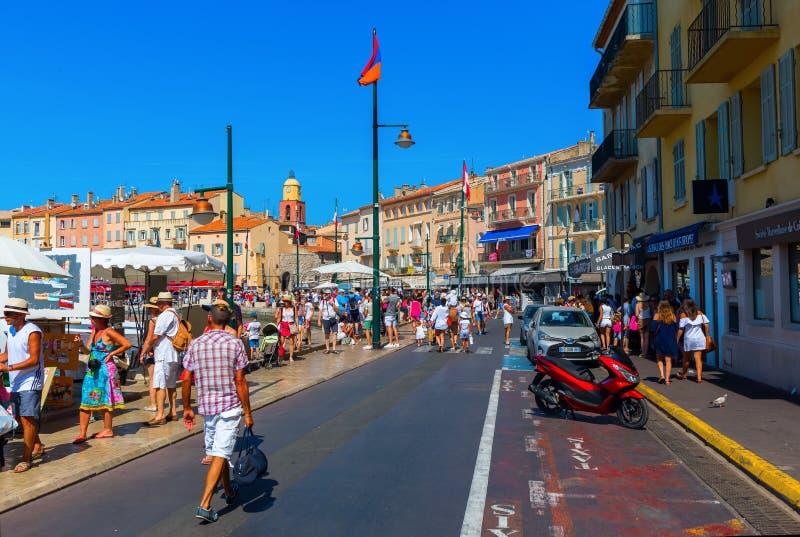 Sikt i hamnen av Saint Tropez, Frankrike royaltyfri foto