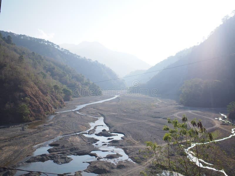 Sikt Jangjang för hängande bro på Bokod, Benguet arkivbild