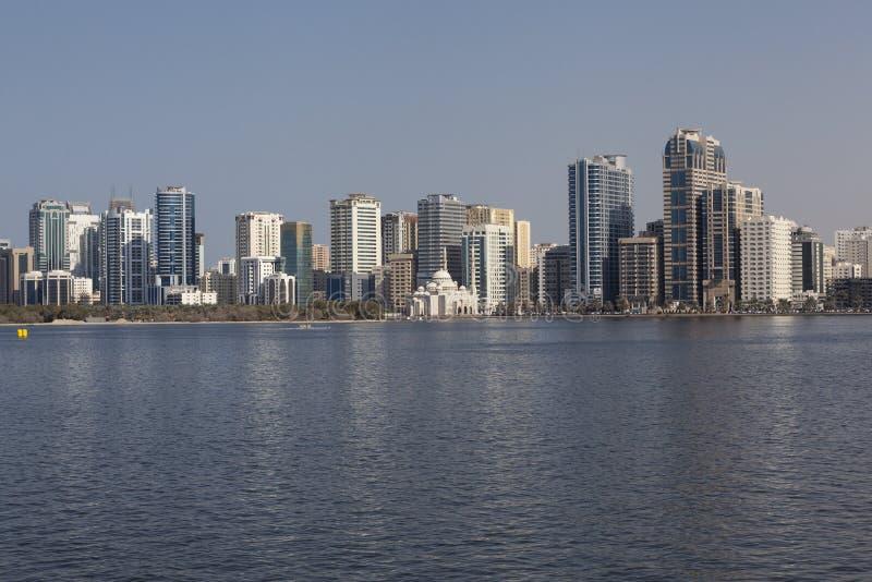Sikt Khalid Lagoon och Al Noor Mosque (Al Noor Mosque) Sharjah förenade arabiska emirates fotografering för bildbyråer