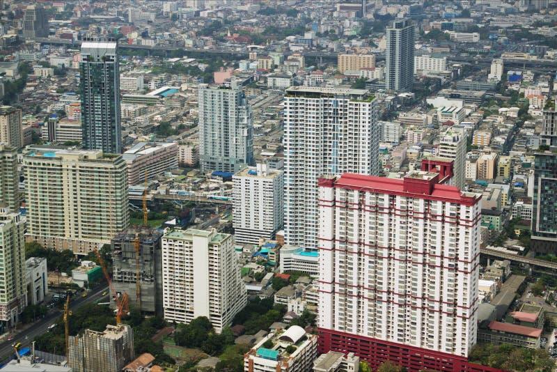 Sikt med skyskrapan Bangkok thailand arkivbilder
