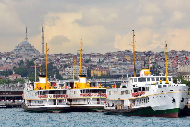 Sikt och sikt av Bosphorus, Istanbul, Turkiet bl? mosk? royaltyfria bilder