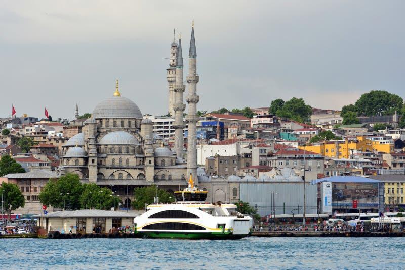 Sikt och sikt av Bosphorus, Istanbul, Turkiet bl? mosk? royaltyfri foto
