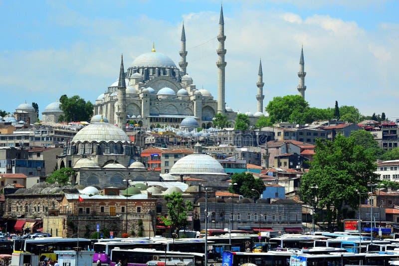 Sikt och sikt av Bosphorus, Istanbul, Turkiet bl? mosk? arkivbilder