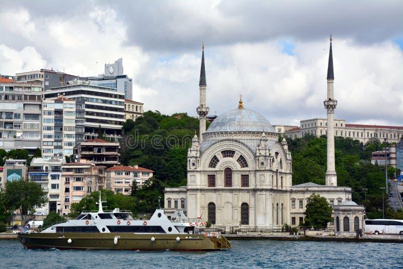Sikt och sikt av Bosphorus, Istanbul, Turkiet fotografering för bildbyråer