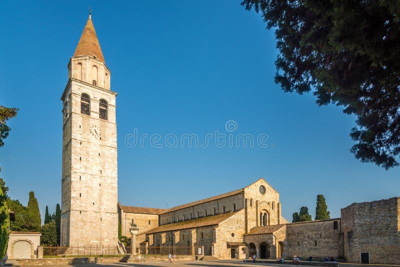 Sikt på basilikan av Santa Maria Assunta i Aquileia - Italien royaltyfri foto