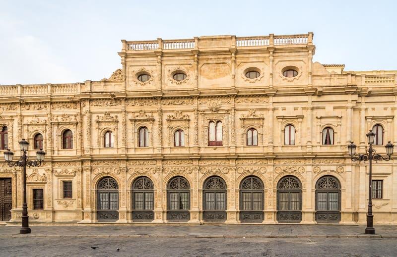 Sikt på byggnaden av stadshuset i Sevilla, Spanien arkivfoto