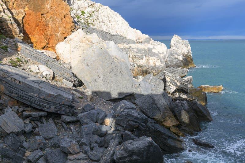 Sikt på Byron Grotto i fjärden av poeter, Portovenere, italienare Riviera, Italien arkivfoto