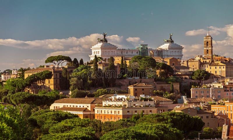 Sikt på Capitol Hill på solnedgången i sommar, Rome royaltyfri foto