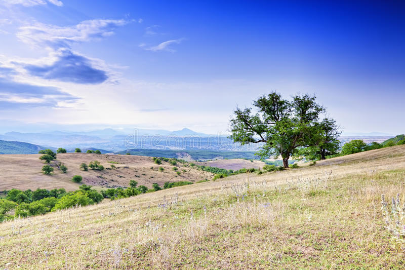 Sikt på Caucasus foothills royaltyfria foton