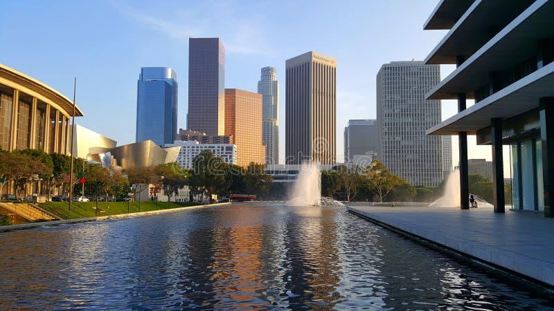 Sikt på centrum i Los Angeles med scyscrapers i bakgrund arkivbild