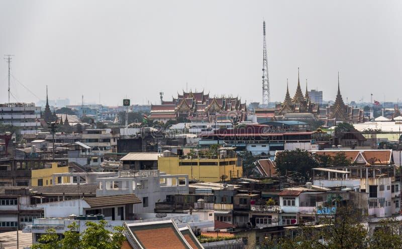Sikt på cityscape av Bangkok från den guld- monteringen royaltyfri bild