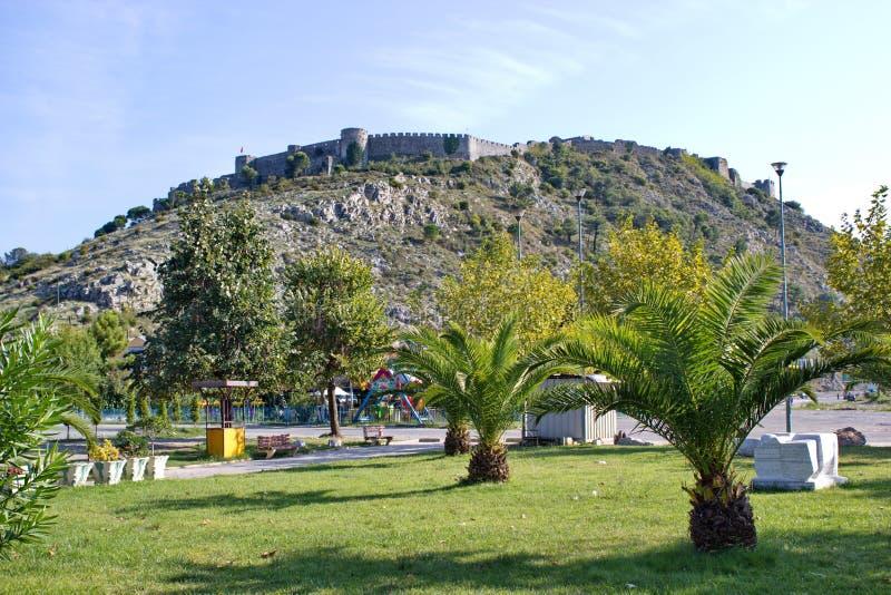 Sikt på den berömda fästningen Rozafa i Shkoder, Albanien royaltyfri bild