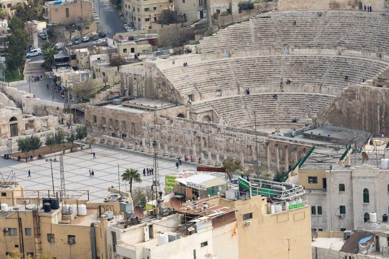 Sikt på den forntida Roman Theater som lokaliseras i huvudstad av Jordanien, arkivfoton