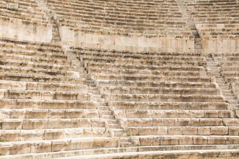 Sikt på den forntida Roman Theater som lokaliseras i huvudstad av Jordanien, royaltyfria foton