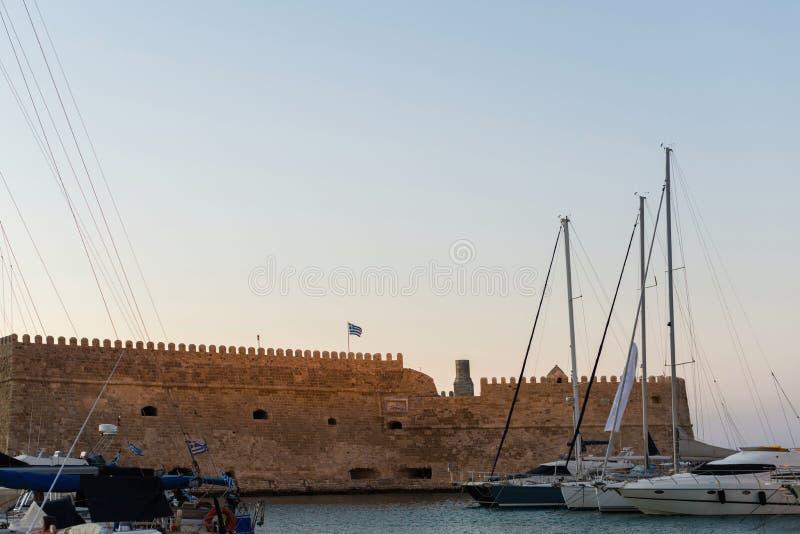 Sikt på den Koules fästningen den Venetian slotten av Heraklion i den Heraklion staden, Kreta, Grekland royaltyfria foton