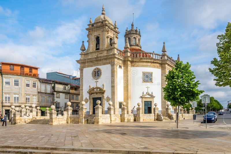 Sikt på den kyrkliga Bomen Jesus da Cruz av Barcelos - Portugal royaltyfri foto