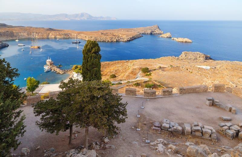 Sikt på den Lindou fjärden från den Lindos Rhodes ön, Grekland fotografering för bildbyråer