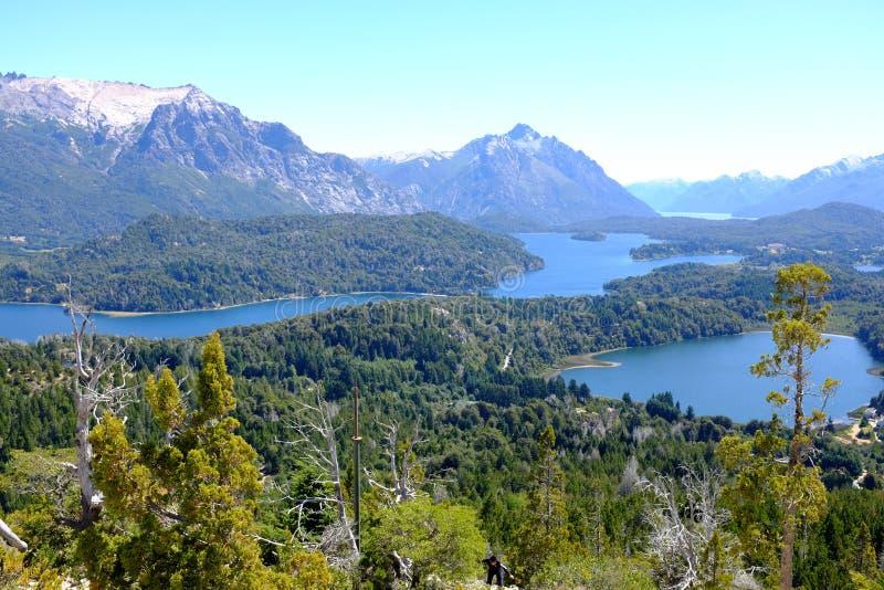 Sikt på den Nahuel Huapi nationalparken och sjön - Argentina royaltyfria bilder