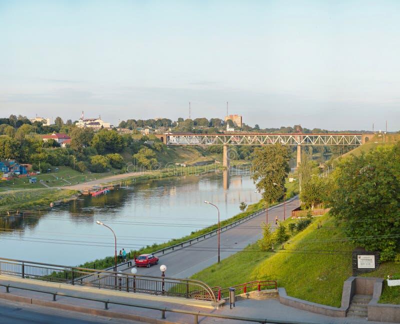 Sikt på den Neman floden i Grodno Vitryssland arkivfoto