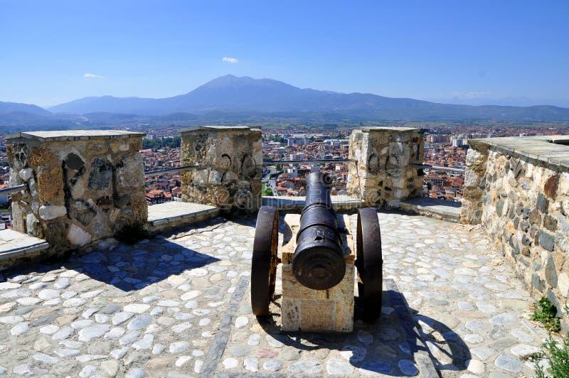 Sikt på den Prizren staden i Kosovo, från fästning royaltyfria bilder