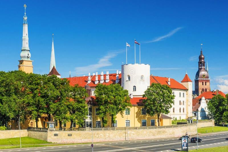 Sikt på den Riga slotten, Lettland royaltyfri foto