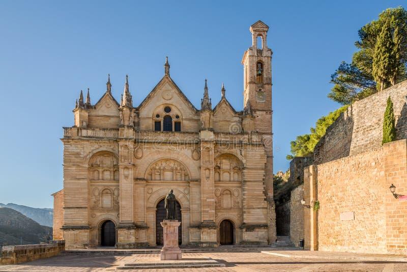 Sikt på den Santa Maria la Mayor kyrkan av Antequera - Spanien arkivfoton