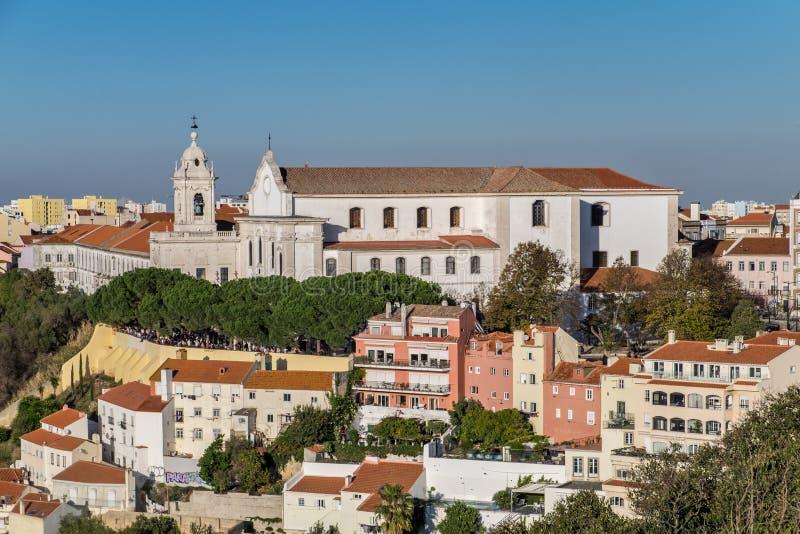 Sikt på den SaoVicente de Fora kyrkan från helgonet Jorge Castle lisbon royaltyfri fotografi