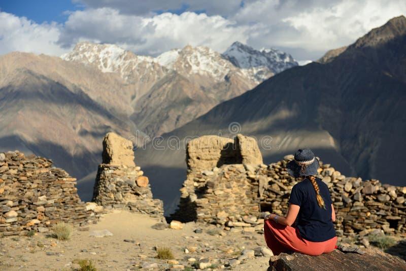Sikt på den Wakhan dalen i det inTajikistan Pamir berget royaltyfria foton