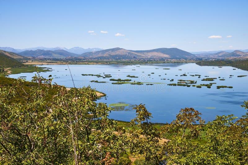 Sikt på Deransko sjön, Bosnien och Hercegovina royaltyfri foto