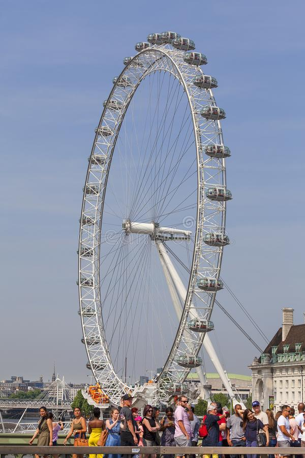 Sikt på det London ögat på en solig dag, London, Förenade kungariket royaltyfri bild