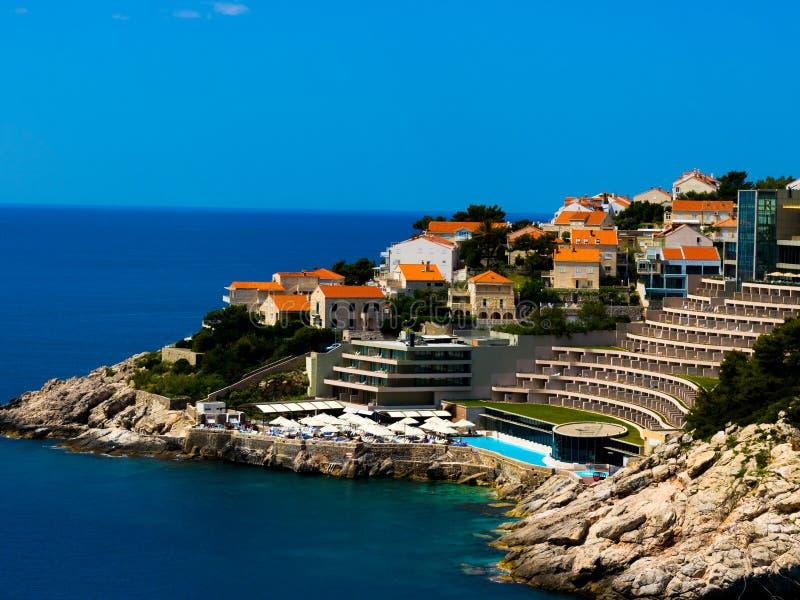 Sikt på det Rixos Libertas hotellet i den Dubrovnik staden arkivfoton