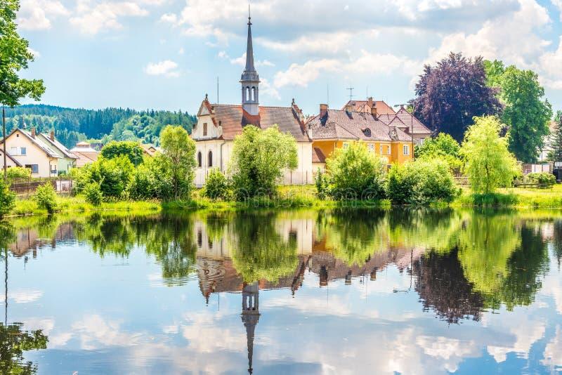Sikt på det StJoseph kapellet i Vyssi Brod - Tjeckien arkivbilder