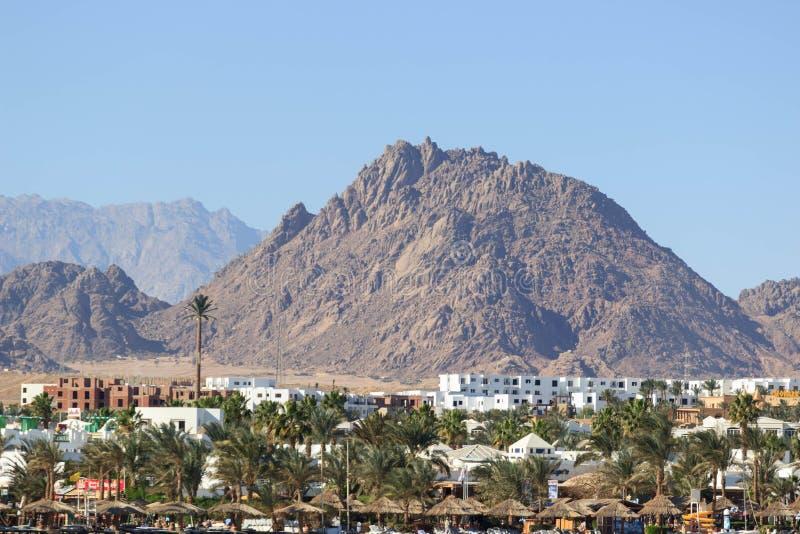 Sikt på egyptiskt hotell från Röda havet arkivbilder