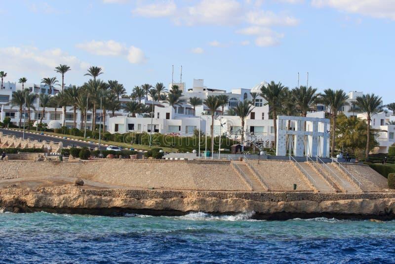 Sikt på egyptiskt hotell från Röda havet arkivfoto