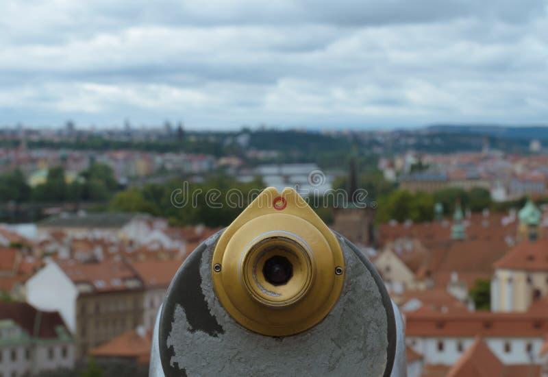 Sikt på en Prague från punkt av ett stadsteleskop royaltyfri foto