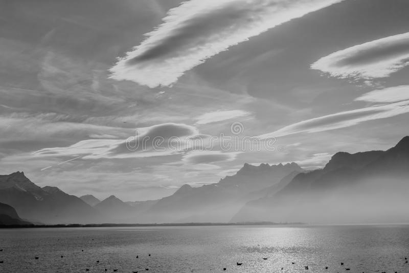 Sikt på fjällängar och Genève sjön arkivbilder
