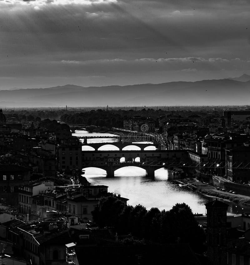 Sikt på Florence i monokrom royaltyfri fotografi