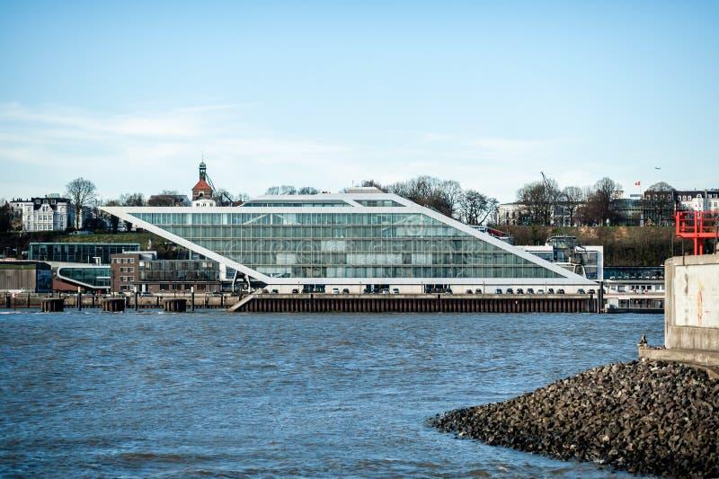 Sikt på hamnkvarterbyggnad i Hamburg, Tyskland på dagsljus fotografering för bildbyråer