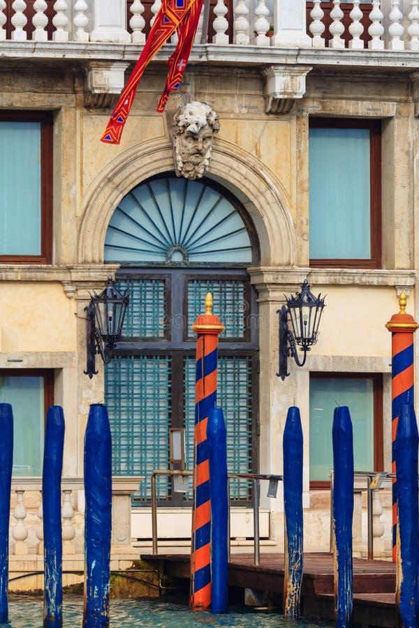 Sikt på historiska byggnaderna längs Grand Canal royaltyfria foton