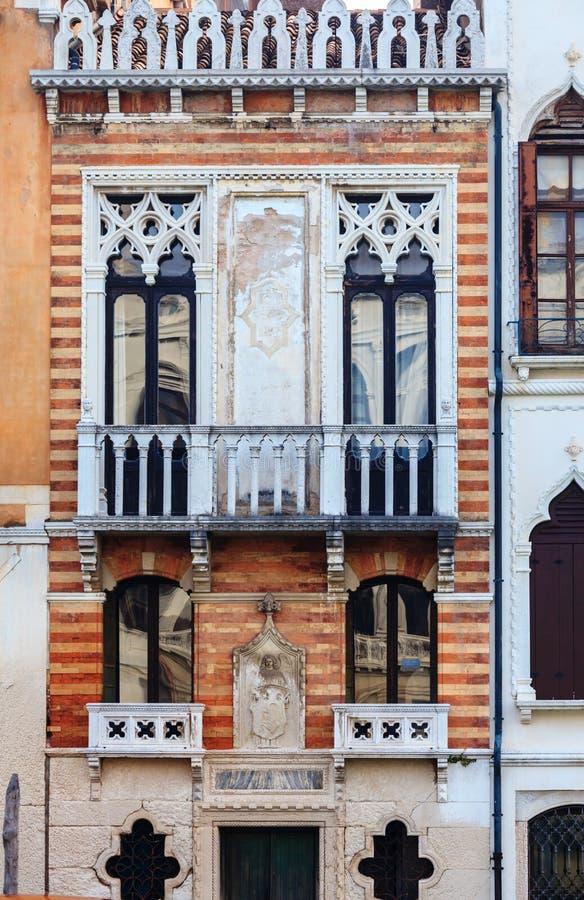 Sikt på historiska byggnaderna längs Grand Canal royaltyfri foto